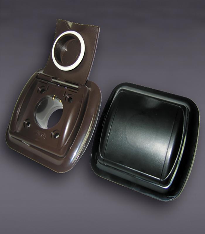 Евророзетка с рамкой (черная) New Design